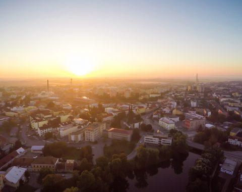 Břeclav - letecký snímek, západ slunce