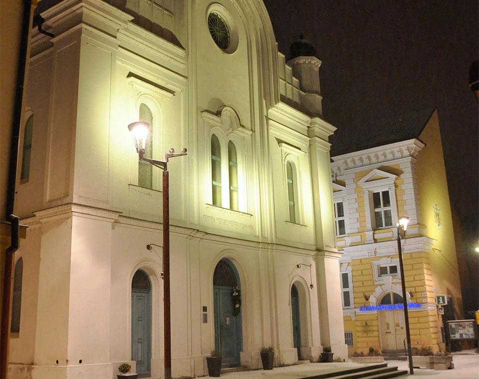 Synagoga a Lichtenštejnský dům v Břeclavi